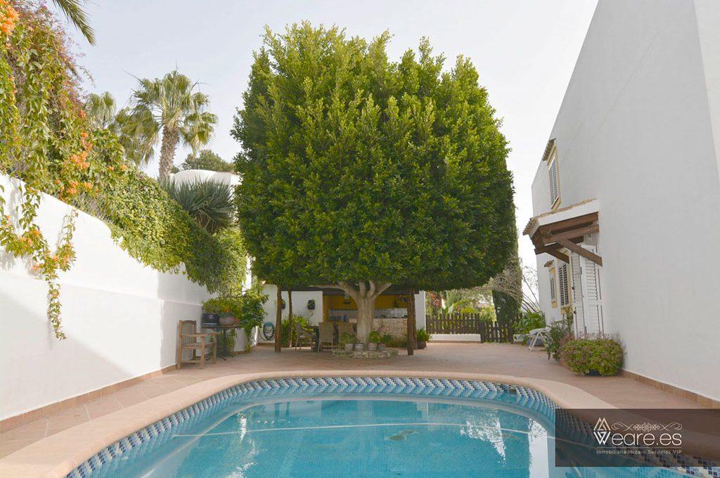 4528934643-villa-de-7-habitaciones-con-apartamento-anexo-y-piscina-0