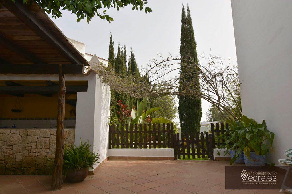 4528934643-villa-de-7-habitaciones-con-apartamento-anexo-y-piscina-12