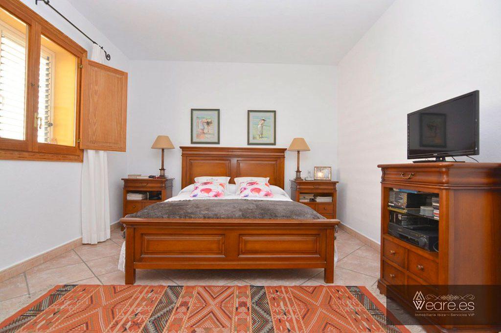4528934643-villa-de-7-habitaciones-con-apartamento-anexo-y-piscina-3