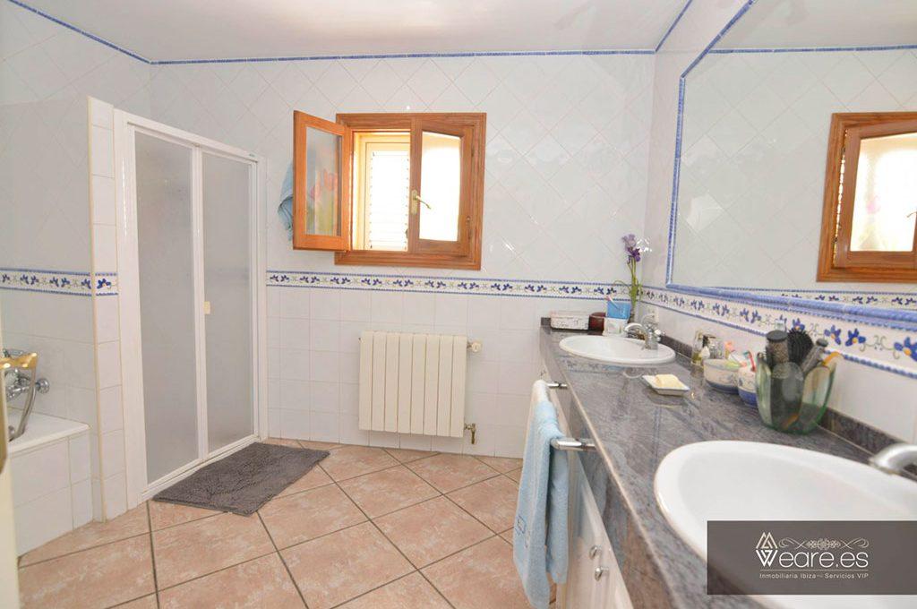 4528934643-villa-de-7-habitaciones-con-apartamento-anexo-y-piscina-4