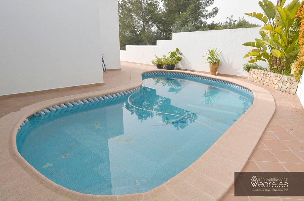 4528934643-villa-de-7-habitaciones-con-apartamento-anexo-y-piscina-9