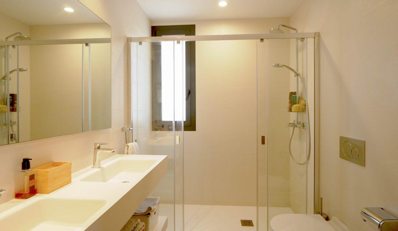 Bathroom 1ii